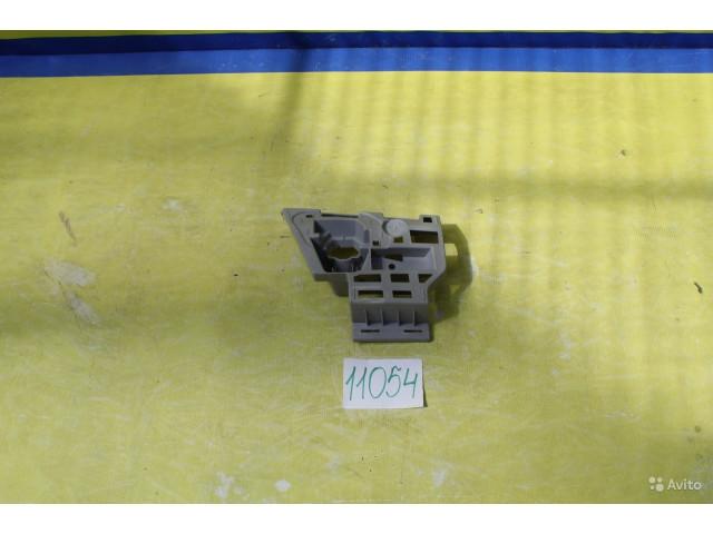 Skoda Octavia A7 Кронштейн крепления бампера правый