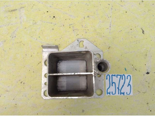 Citroen C4 B7 кронштейн усилителя бампера