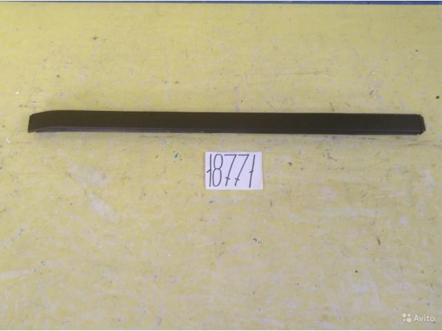 Kia Sorento накладка лобового стекла правая
