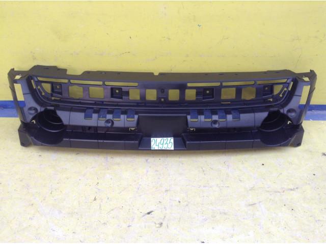 Ford Kuga кронштейн решетки радиатора