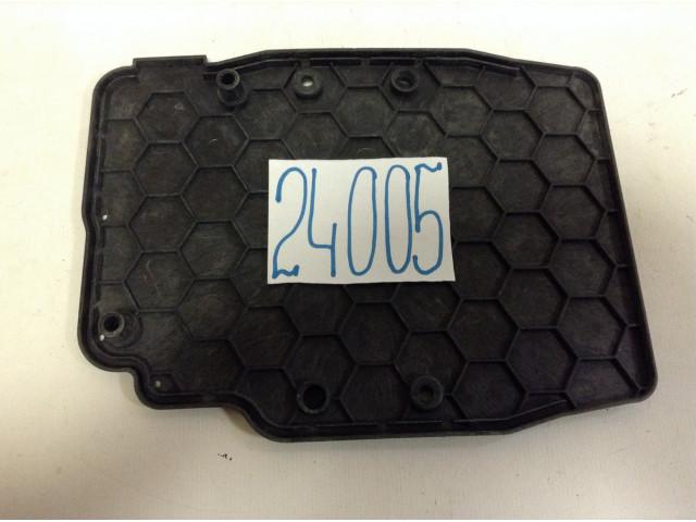 Ford Kuga крышка блока управления двс