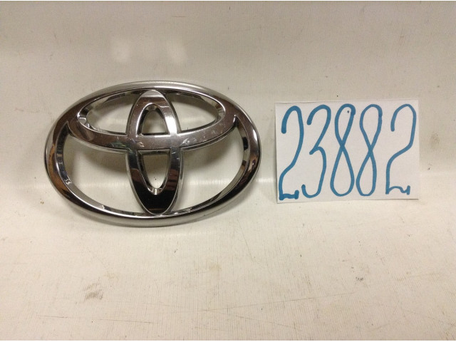 Toyota Highlander значек на решетку радиатора