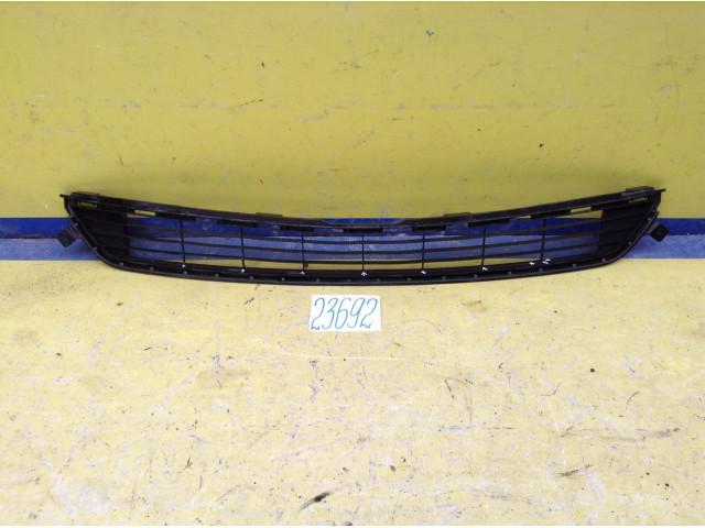 Toyota Rav4 решетка радиатора в бампер центральная
