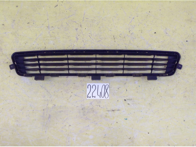 Toyota Camry 40 решетка переднего бампера нижняя