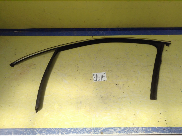 Porsche Cayenne направляющая стекла передней левой двери