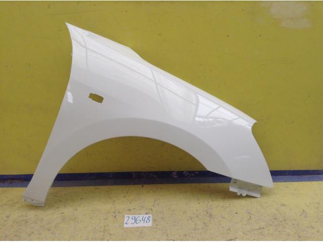 Nissan Almera G15 Крыло переднее правое Код краски ZY2 цвет белое