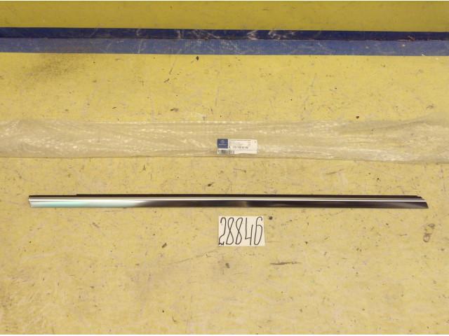 Mercedes A W176 молдинг накладка бархотка двери передняя правая