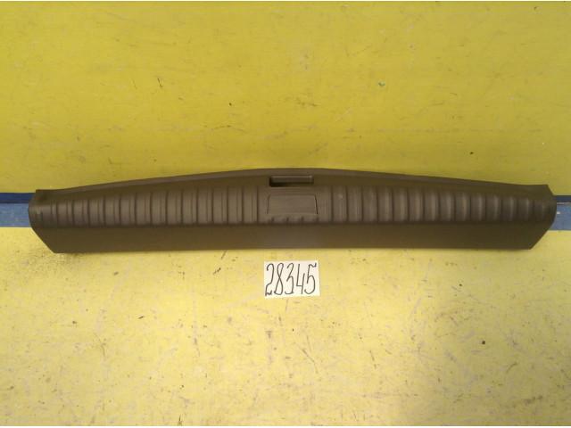 Chevrolet Captiva накладка замка багажника