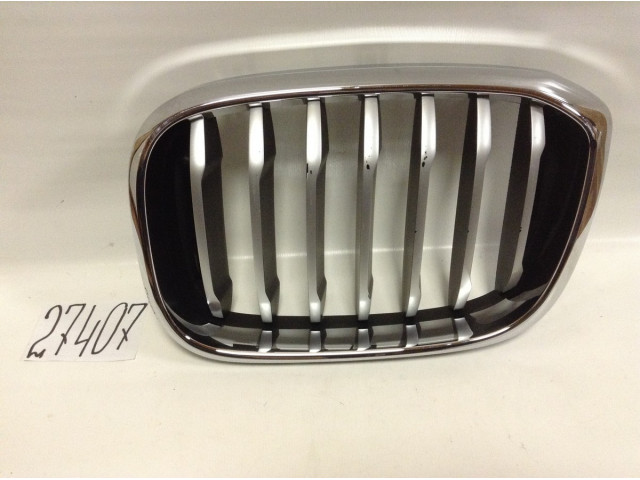 BMW X3 G01 решетка радиатора левая