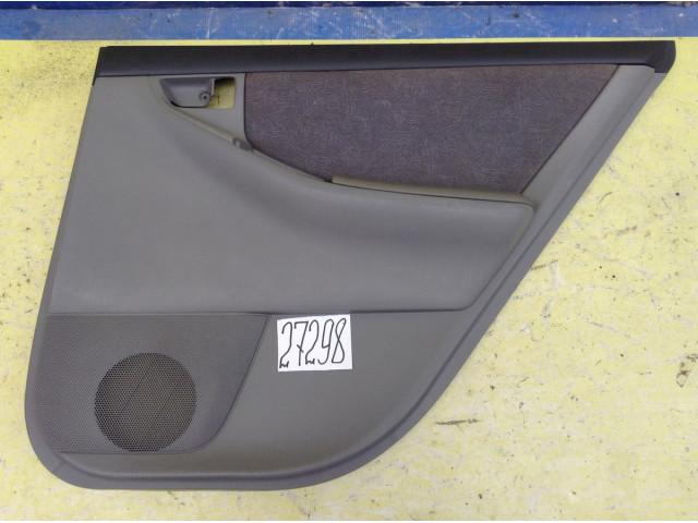 Toyota Corolla 120 Обшивка задней правой двери