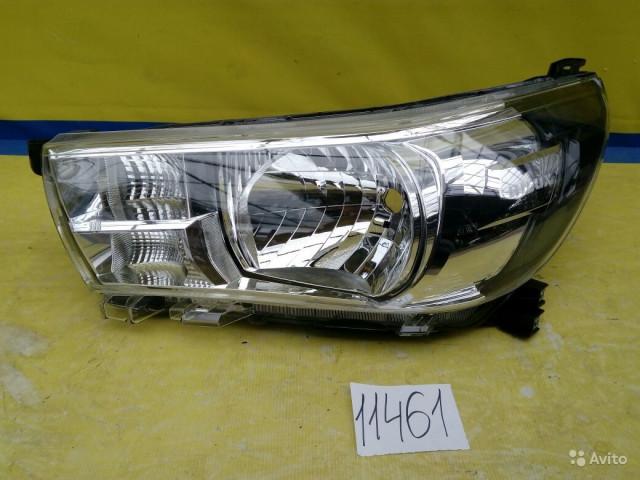 Toyota Hilux Фара галогенная левая