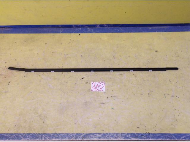 Kia Ceed купе Уплотнитель стекла передней левой двери