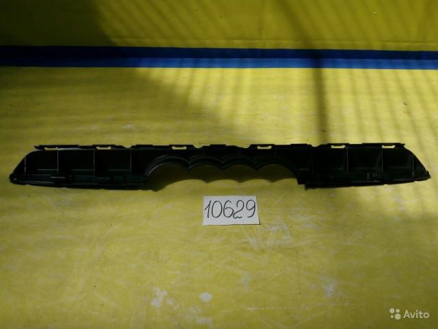 Audi Q7 Крепление решетки радиатора