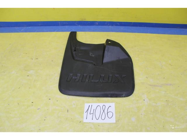 Toyota Hilux Брызговик передний левый