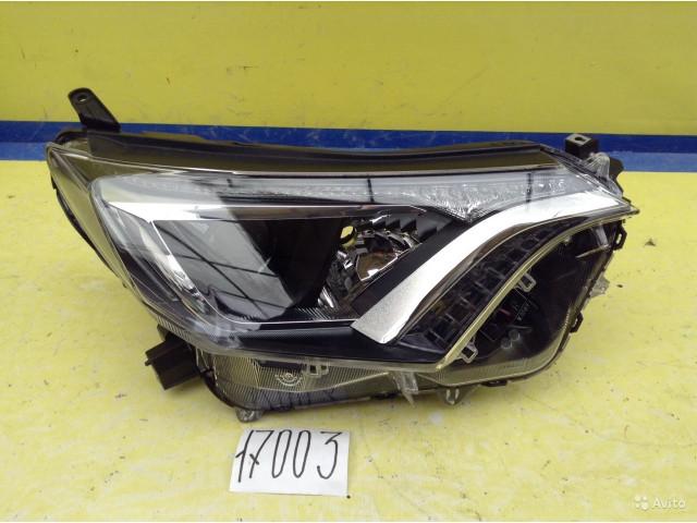 Toyota Rav 4 Фара правая галоген светодиодная