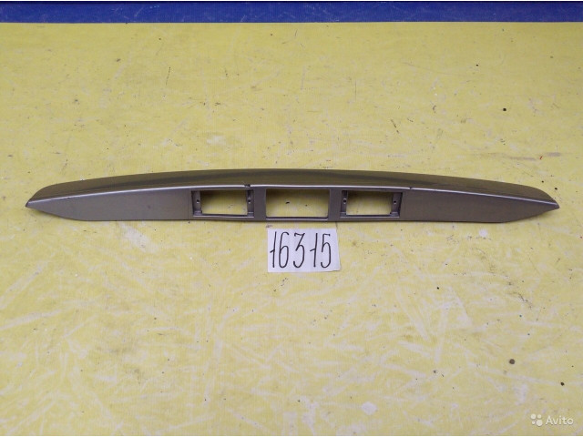 Hyundai H1 Накладка крышки багажника